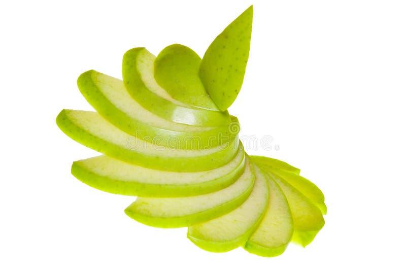 Draufsicht einer Gruppe grüner Apfelscheiben lokalisiert auf einem weißen Hintergrund stockfoto