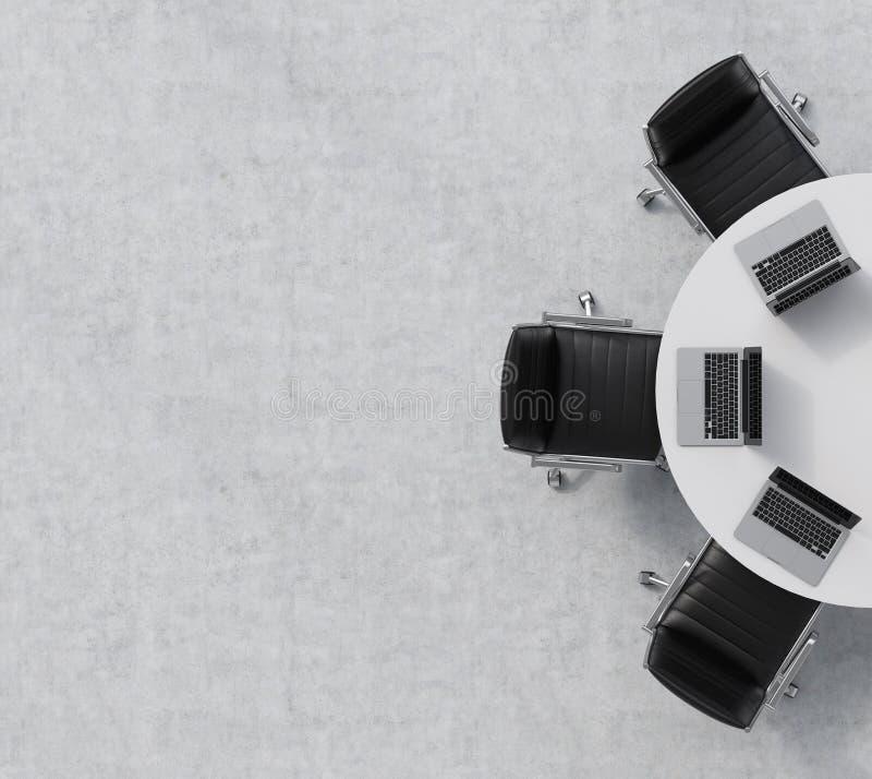 Schwarze Lederstühle draufsicht einer hälfte des konferenzsaales ein weißer rundtisch