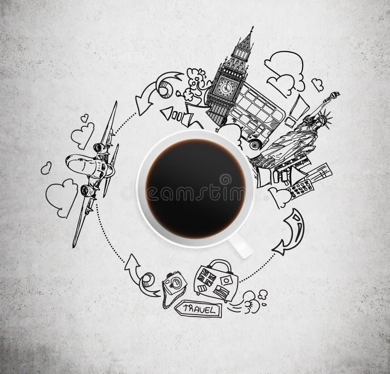 Draufsicht einer Kaffeetasse und der gezogenen Skizzen von London und von New York auf dem konkreten Hintergrund stockfotos