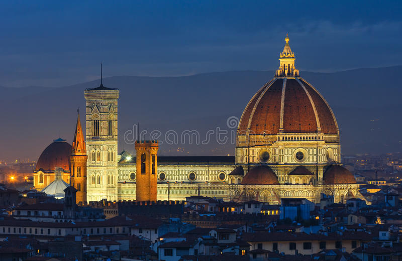 Draufsicht Nacht-Florenz (Italien) lizenzfreie stockfotos