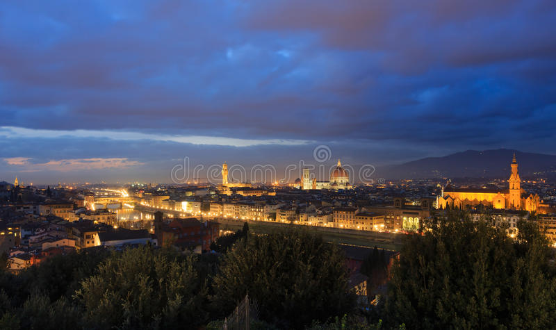 Draufsicht Nacht-Florenz (Italien) lizenzfreie stockfotografie