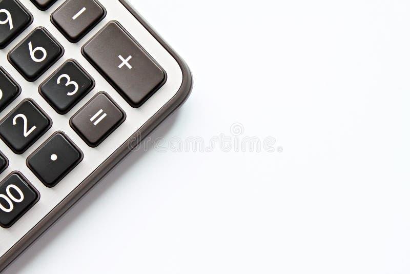 Draufsicht oder flache Lage des Taschenrechners auf weißem Hintergrund mit dem Kopienraum bereit zum Hinzufügen oder oben verspot lizenzfreie stockfotografie