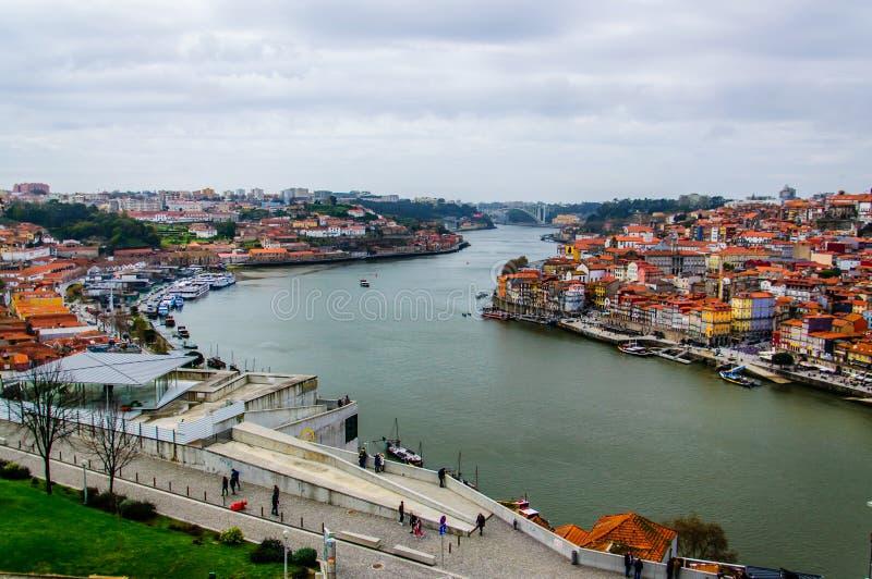 Draufsicht Porto über den Duero-Fluss lizenzfreies stockbild