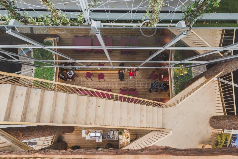 Draufsicht Süd-Tirol-Pavillons an Ausstellung 2105 in Mailand, Italien lizenzfreies stockbild