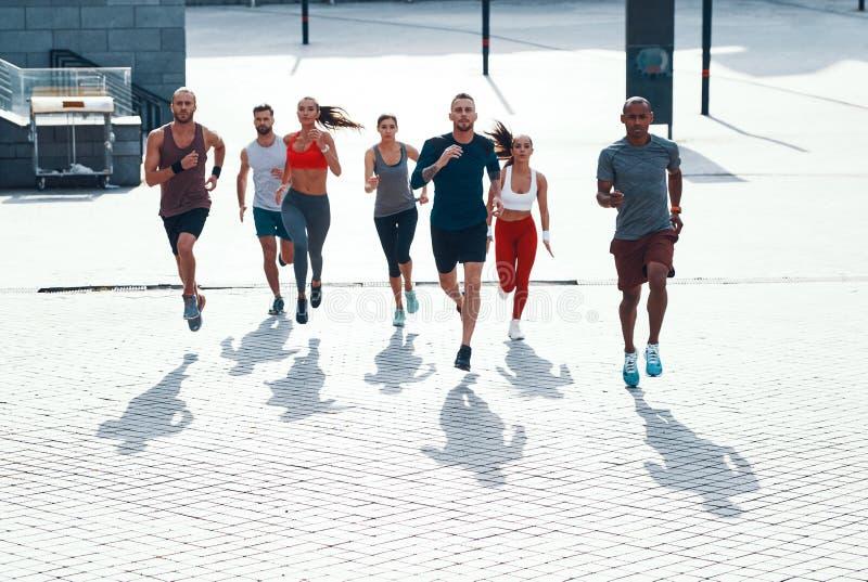 Draufsicht in voller Länge von Leuten in der Sportkleidung stockbilder