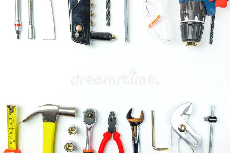 Draufsicht von Arbeitsgeräten, Schlüssel, Sockelschlüssel, Hammer, screwdrive lizenzfreie stockfotos