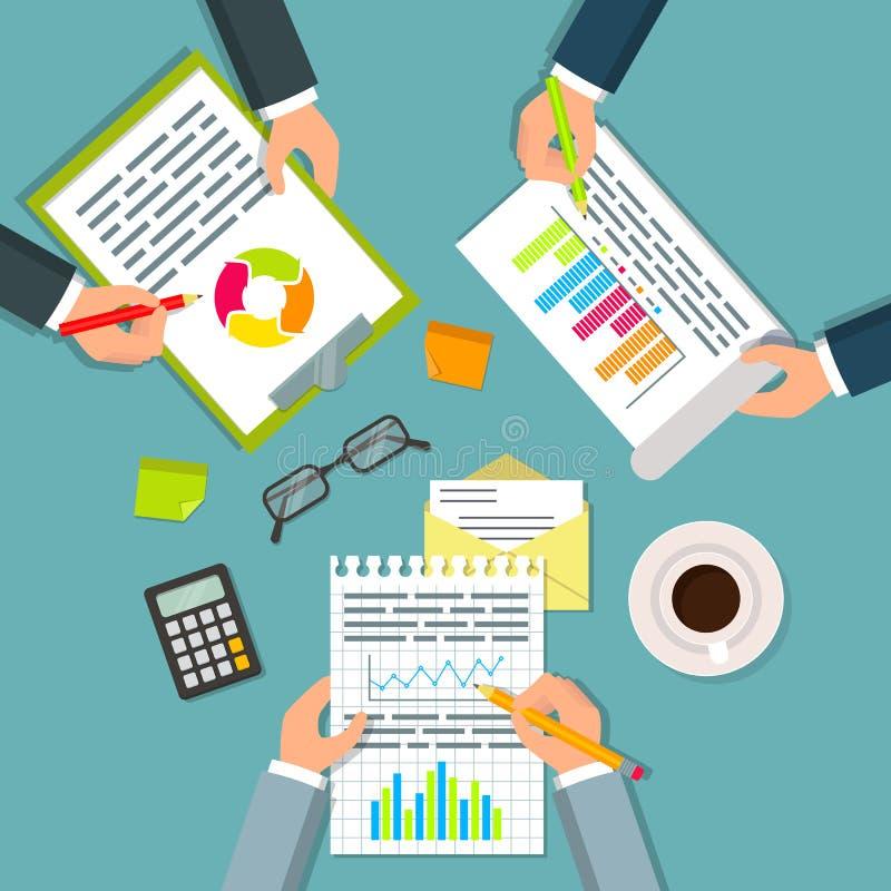 Draufsicht von drei Geschäftsmännern, die mit Dokumenten arbeiten lizenzfreie abbildung