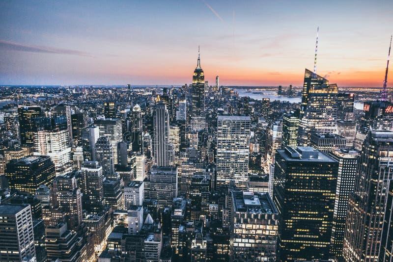 Draufsicht von New York City in der Sonnenuntergangzeit lizenzfreie stockfotos