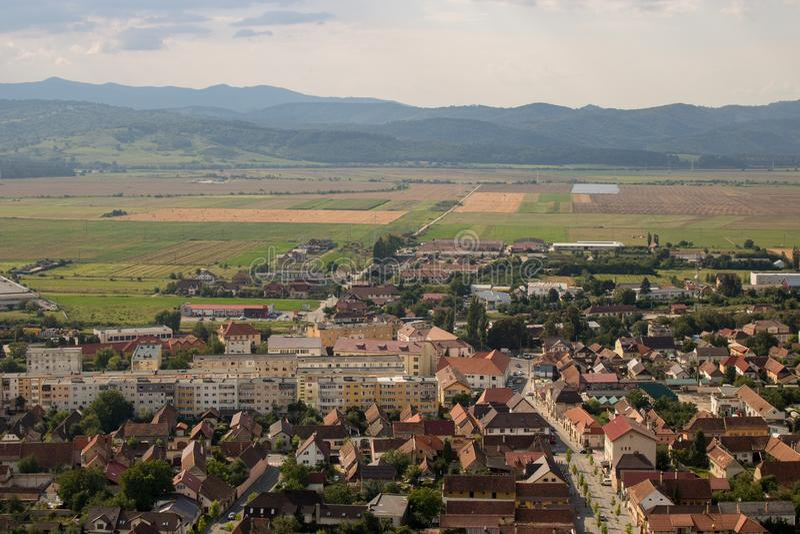 Draufsicht von Rasnov in Rumänien stockfotos