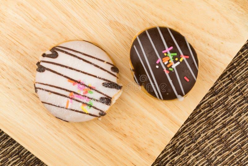 Draufsicht von selbst gemachten geschmackvollen Donuts lizenzfreie stockfotos