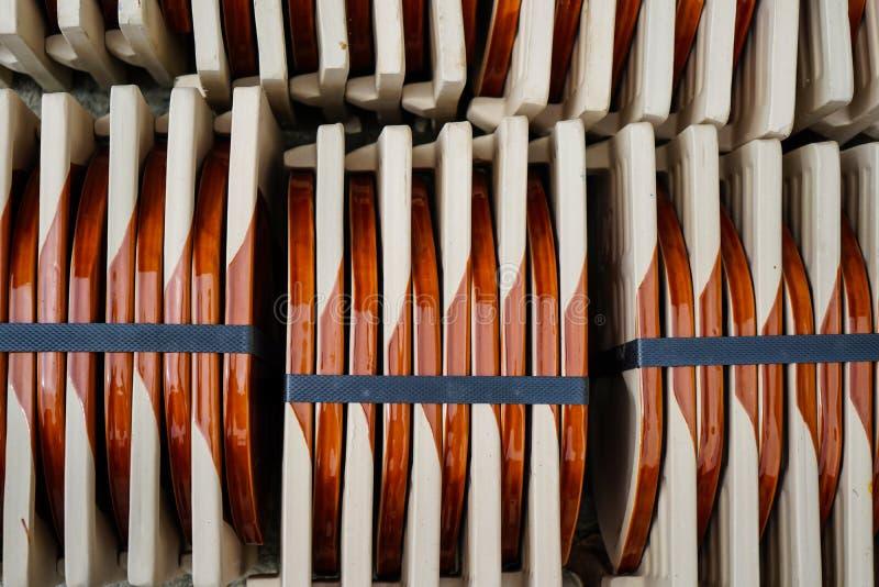 Draufsichten der keramischen Dachbraunbeschaffenheit stapeln als abstrakte Beschaffenheit stockbild