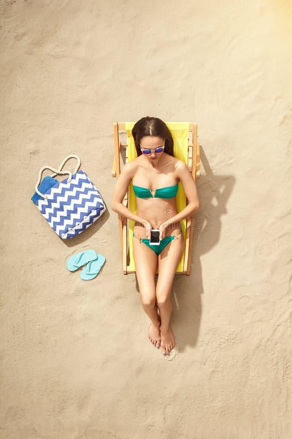 Download Draufsichtferien Des Reisenden Der Jungen Frau Touristische Stockfoto - Bild von frau, zieleinheit: 96929476