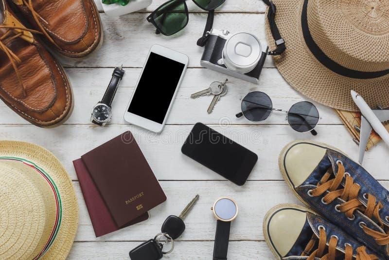 Draufsichtfrauen und Mannzubehör, zu reisen Konzept lizenzfreie stockfotos