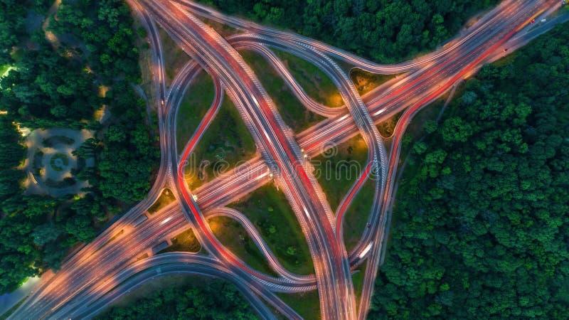 Draufsichtstadtverkehr der Landstraße in Kiew-Stadt, Ukraine lizenzfreies stockfoto
