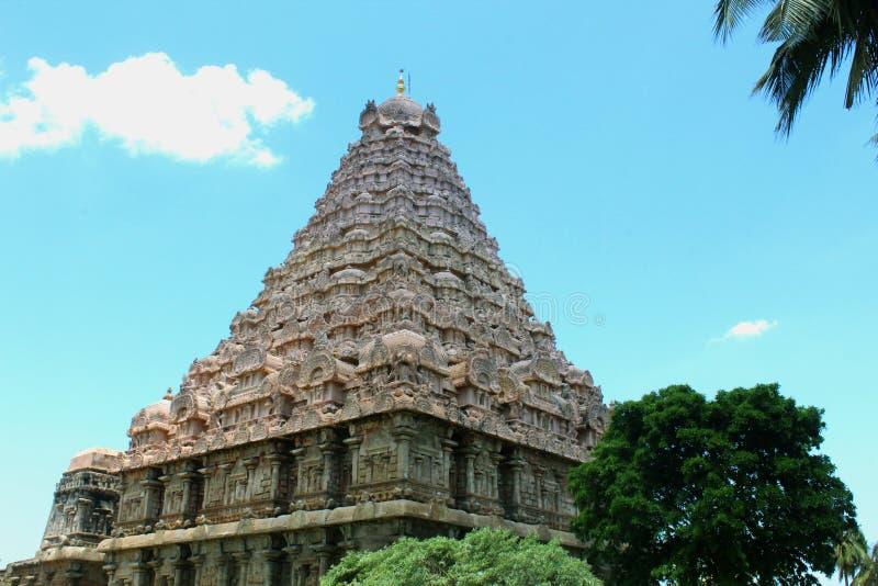 Dravidian a dénommé la tour-gopura-vimana principale avec des sculptures dans le temple de Brihadisvara dans Gangaikonda Cholapur photos stock