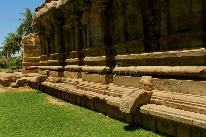 Dravidian a dénommé le mur ornemental antique avec des sculptures dans le temple de Brihadisvara dans Gangaikonda Cholapuram, Ind photographie stock libre de droits