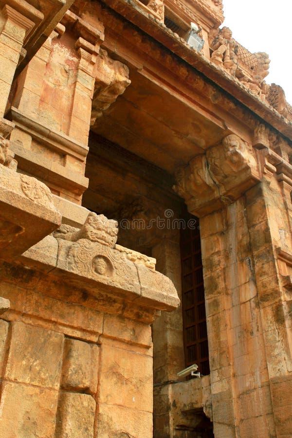 Dravidian lapident le travail d'architecture dans le temple antique de Brihadisvara dans Thanjavur, Inde photo libre de droits