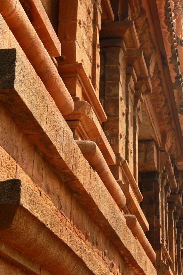 Dravidian lapident le travail d'architecture dans le temple antique de Brihadisvara dans Thanjavur, Inde photo stock