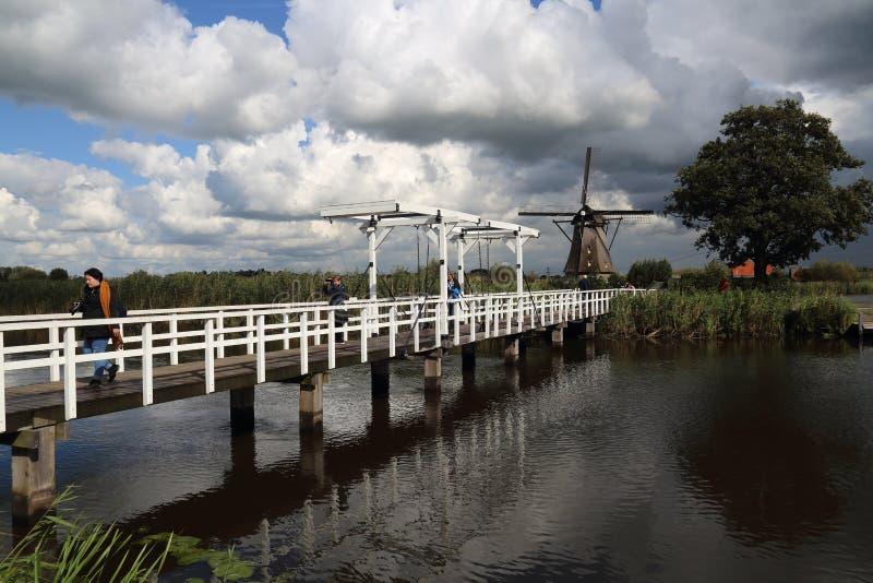 Drawbrdige em Kinderdijk na Holanda imagens de stock