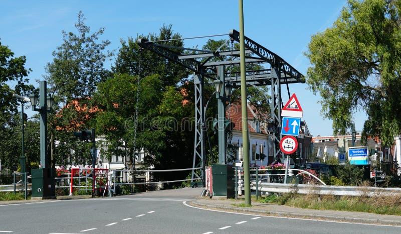 Drawbridge en Voorburg, Países Bajos foto de archivo