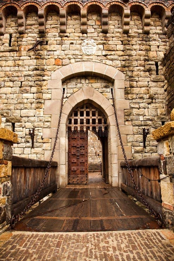 Drawbridge, zum sich der Tür zurückzuziehen stockfoto
