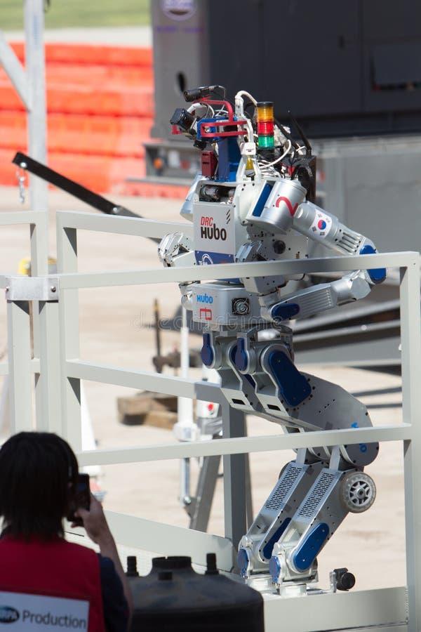 DRC Hubo возможности робототехники DARPA завершает подъем лестницы стоковые фото