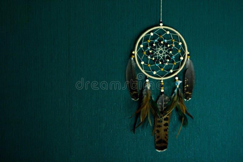 Dreamcatcher垂悬对墙壁 免版税库存图片