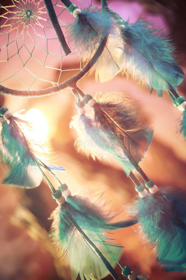 Dreamcatcher op een bos bij zonsondergang royalty-vrije stock afbeelding