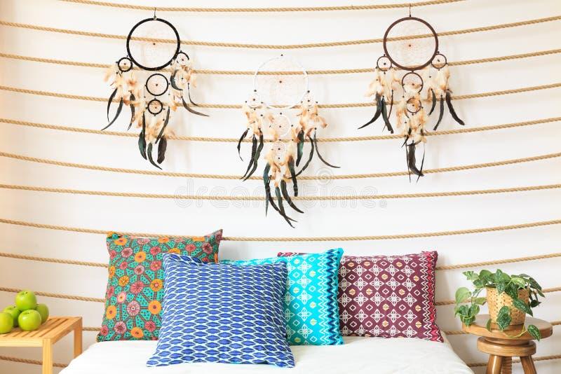 Dreamcatchers ovanför sängen royaltyfria bilder