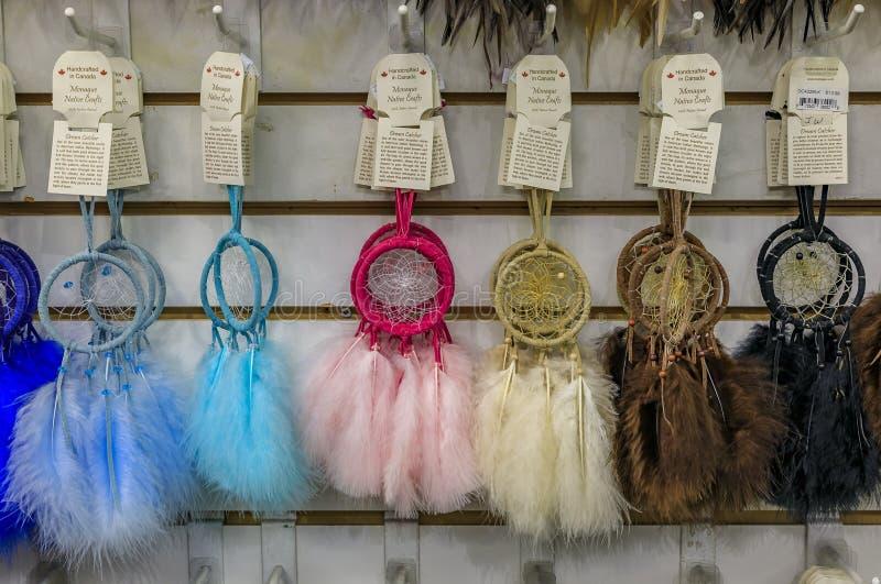 Dreamcatrici di souvenir, First Nations o native American Indian protection symbol in un negozio turistico del Vancouver Canada fotografia stock