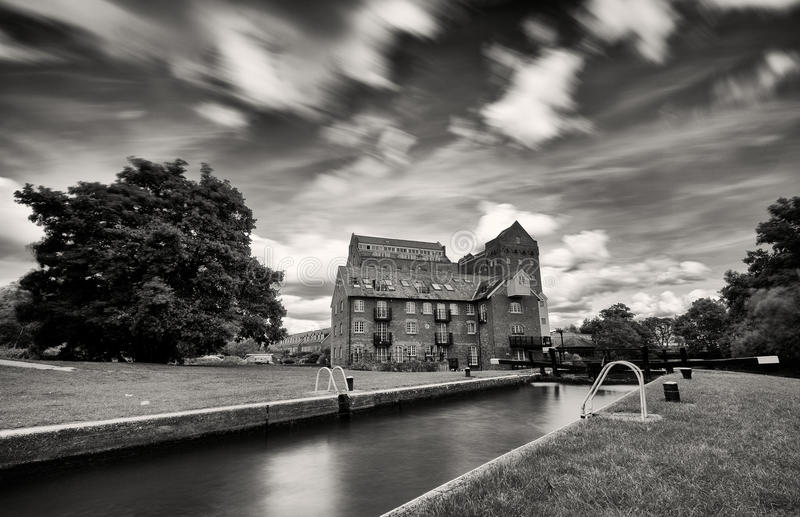 Download Atmospheric View Of Old Georgian Iron Mill, Coxes Lock, Addlestone Stock Image - Image: 97557943