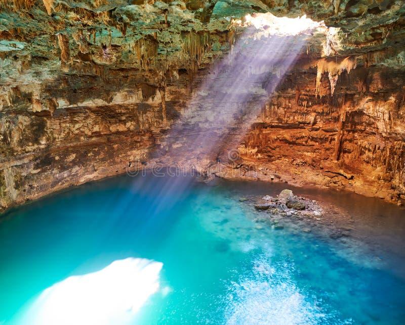 Dreckloch Cenote Samula in Valladolid Mexiko lizenzfreies stockbild