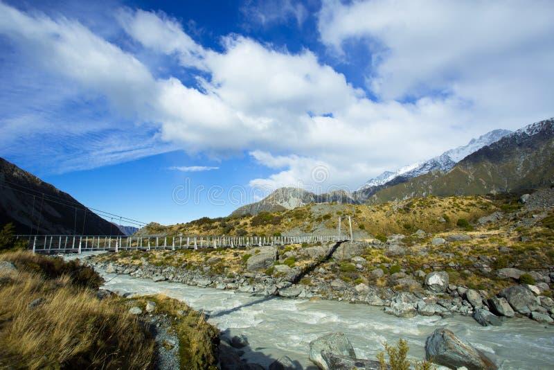 Drehbrücke am Hooker-Tal von Aoraki Mt Koch National Park stockfotos