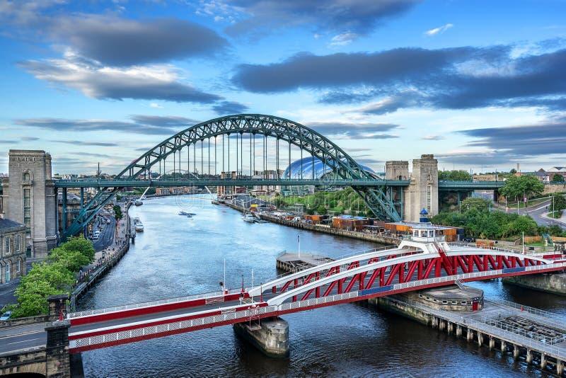Drehbrücke in Newcastle stockfotos