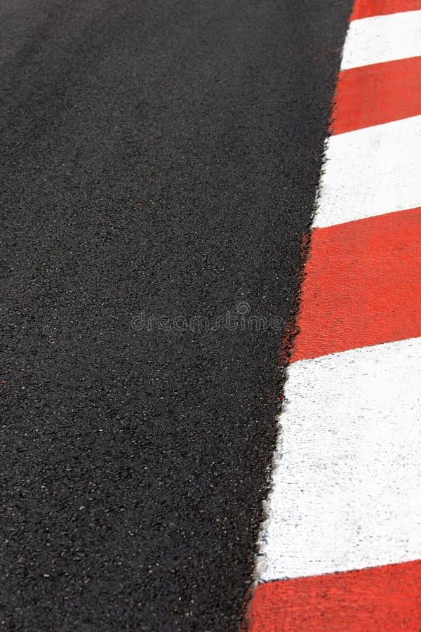 Drehen Sie Rennenasphaltkandare auf Monaco-Straßenkreisläuf durch lizenzfreie stockfotos