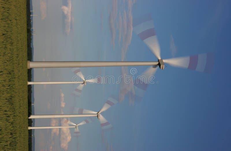 Drehende Windturbinen stockfoto