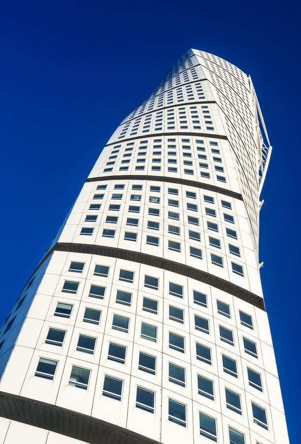 Drehenmoderner Wolkenkratzer des Torsos in Malmö stockfotos