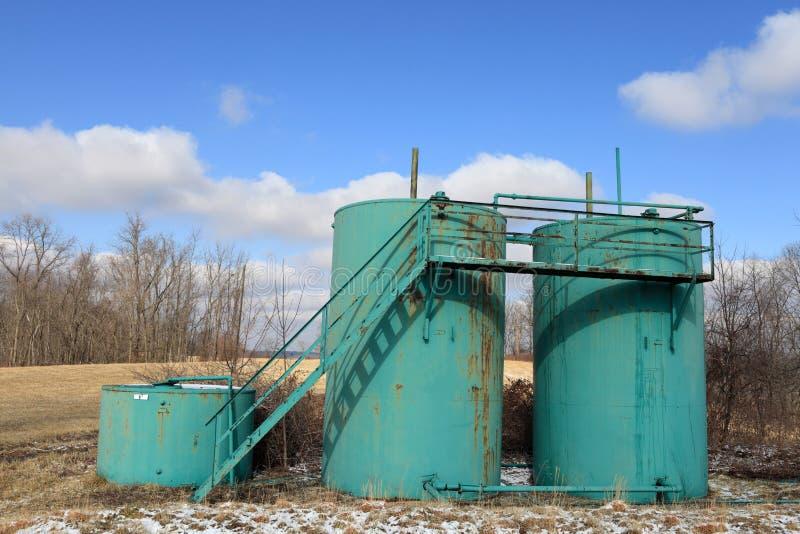 Drei Öltanks stockfoto