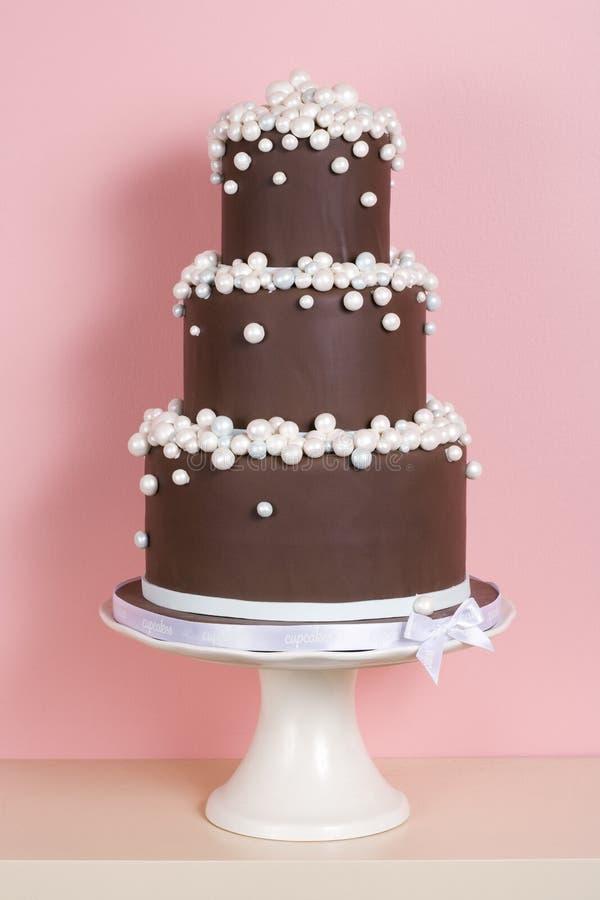 Drei-abgestufter Schokoladen-Kuchen lizenzfreies stockbild