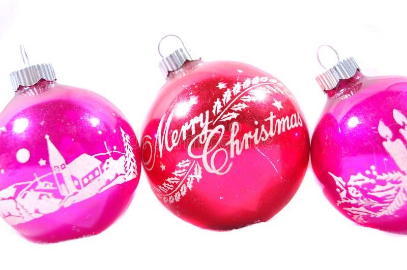 Drei alte rosafarbene Weihnachtsverzierungen lizenzfreie stockfotografie