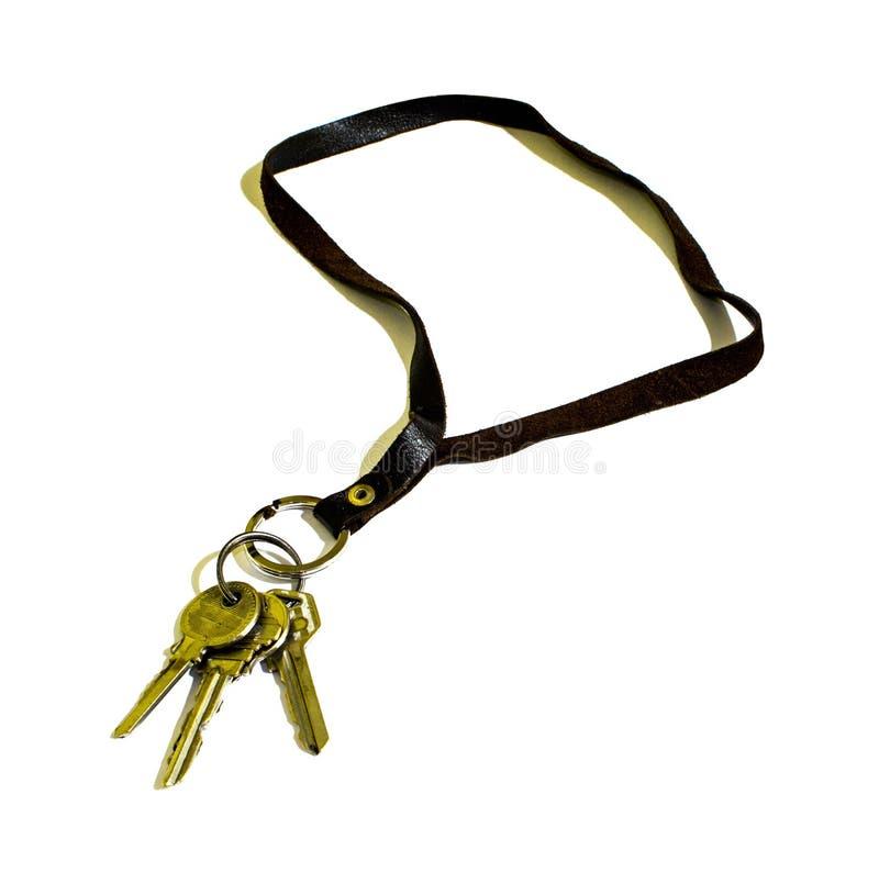 Drei alter Schlüssel und Lederband lokalisiert lizenzfreie stockbilder