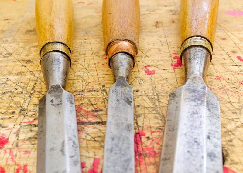 Drei antike Holzbearbeitungsmeißel stockbilder