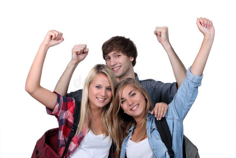 Drei aufgeregte Kursteilnehmer lizenzfreie stockfotos