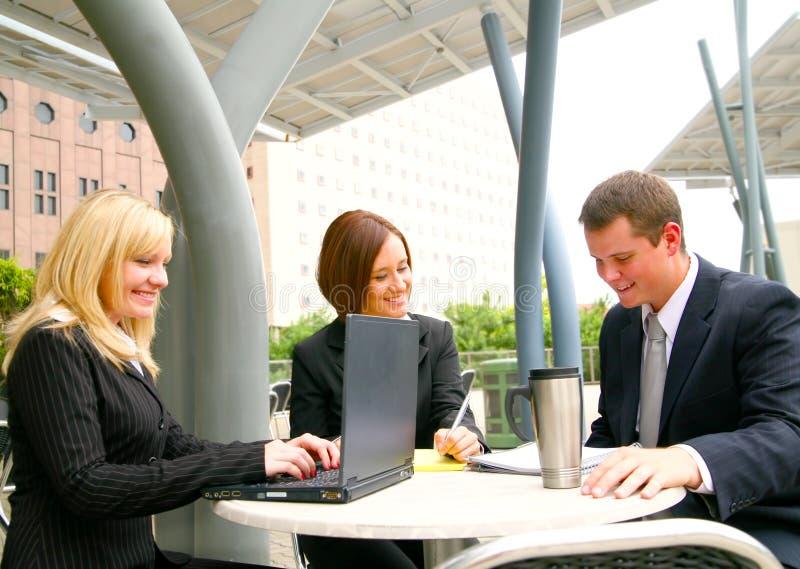 Drei besetzte Geschäftsleute lizenzfreie stockbilder