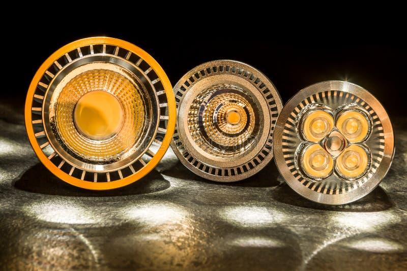 Drei Birnen LED GU10 mit verschiedenen Plastikzerstreuungslinsen stockfotos
