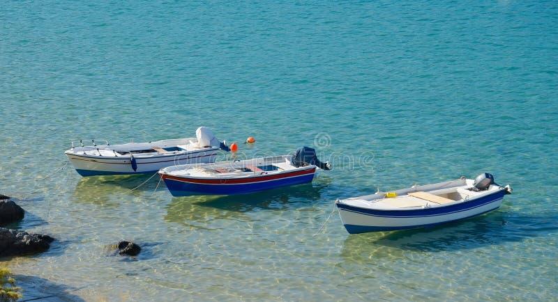 Drei Boote stockbilder