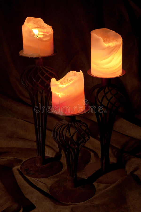 Drei brennende Kerzen lizenzfreie stockfotos