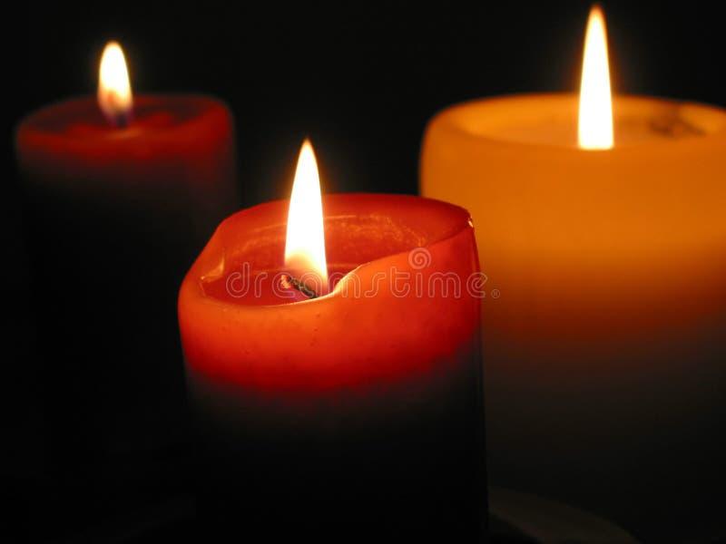 Drei brennende Kerzen stockbilder