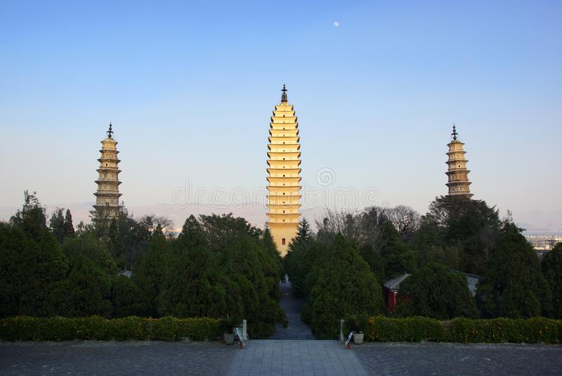 Drei buddhistische Pagoden in alter Stadt Dali, Yunnan-Provinz, China lizenzfreies stockfoto