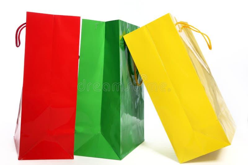 Drei bunte Papiereinkaufstaschen lizenzfreies stockbild